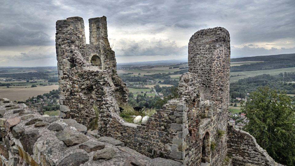 Gotický hrad byl vystavěn zřejmě na konci 13. století