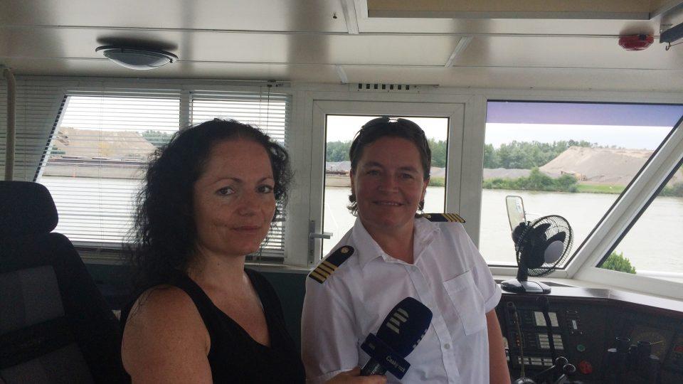 Plavba po Dunaji v Linci. Loď řídí jediná kapitánka lodi v Rakousku Susanne Reinold