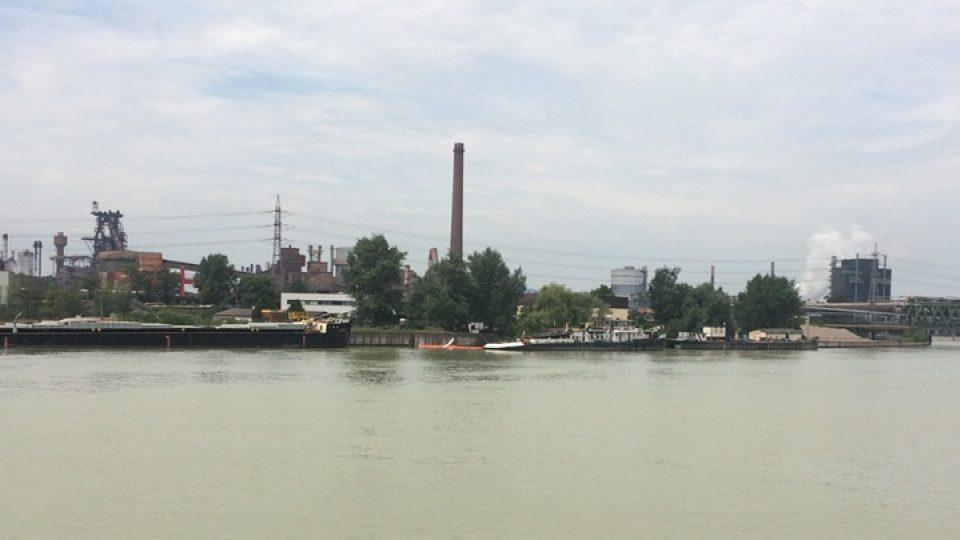 Plavba po Dunaji v rakouském Linci. Uvidíte celý areál starých železáren