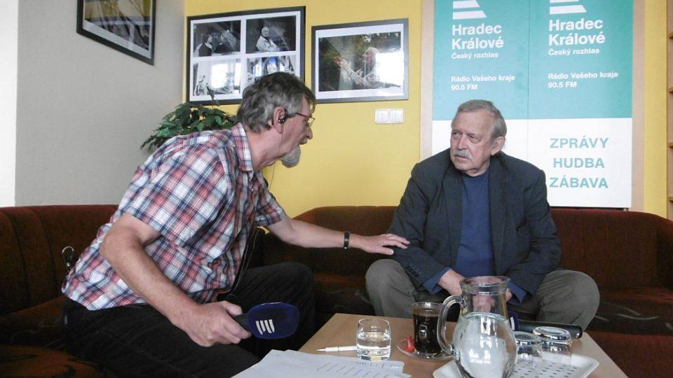 Režisér Andrej Krob hostem v Radioklubu Českého rozhlasu Hradec Králové. Spolu s moderátorem Františkem Mifkem