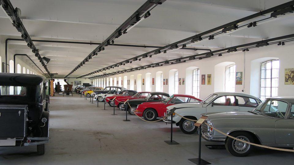 Muzeum starých stojů vlastní asi třicet historických automobilů