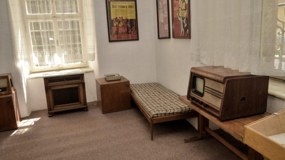 Nábytek, který se dochoval z Vinohradského bytu Waldemara Matušky