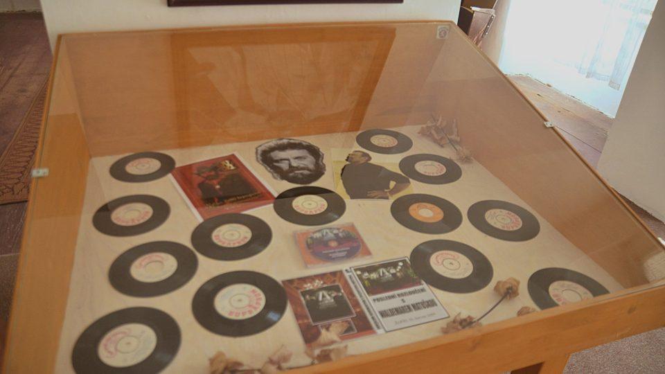 Sběratel Miroslav Frost má v muzeu přes 450 singlů, které W. Matuška nazpíval