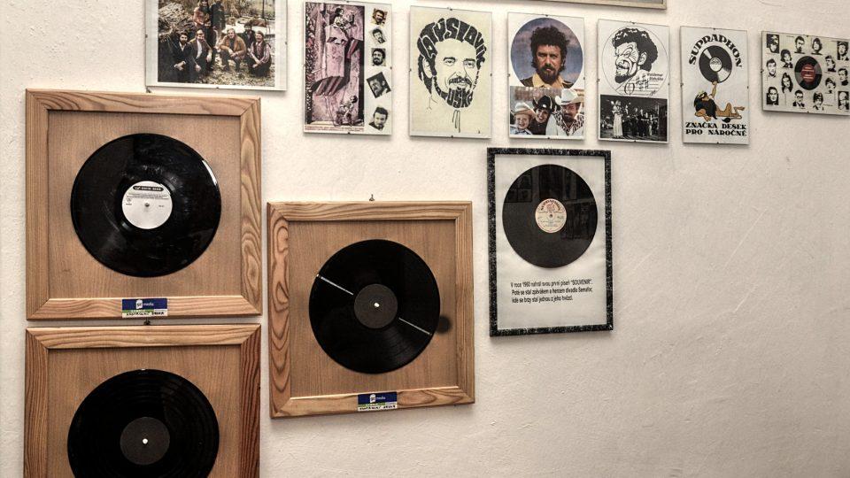 W. Matuška nahrál desítky LP a single desek, první byla v roce 1960 píseň Souvenier