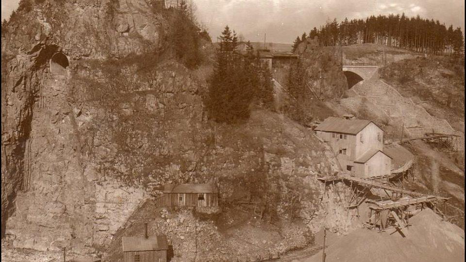 Stavba sečské přehrady v roce 1930
