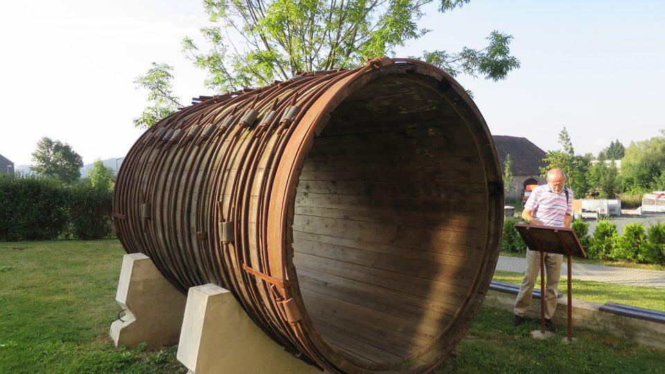 Vody Chrudimky z přehrady kdysi do elektrárny putovaly dřevěným potrubím