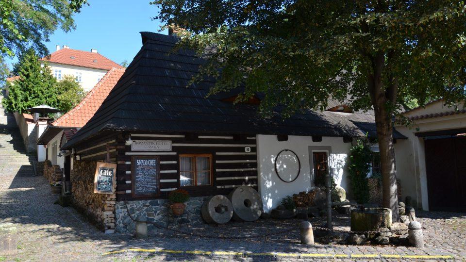 Roubenka, kterou kdysi koupili Arnošt Lustig a Ota Pavel