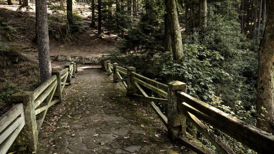 Kamenný most k prameni