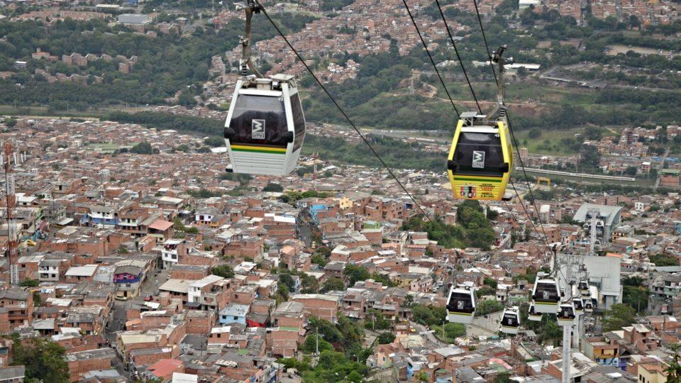 Tohle je běžná doprava pro desítky tisíc obyvatel Medellinu