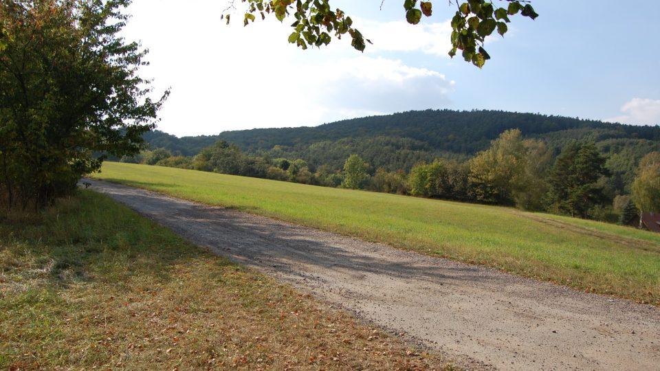 Stříbrnickými pasekami vede cyklostezka, která se jmenuje Velkomoravská poutní cesta
