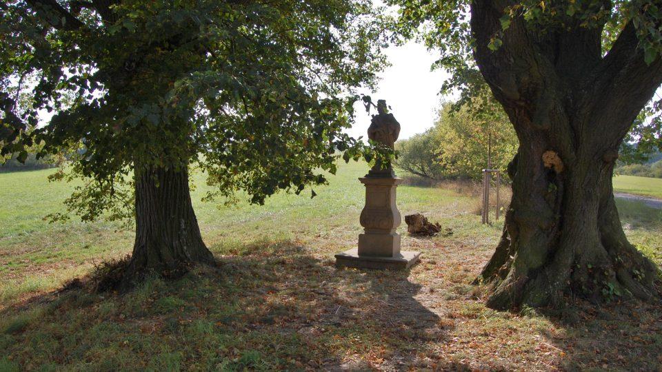 Socha svatého Jana Nepomuckého na Stříbrnických pasekách měla chránit stříbrnické občany po cestě do kostela v Buchlovicích