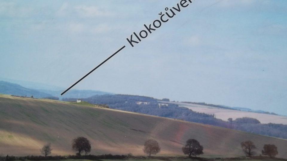 Panoramatické fotografie označují názvy míst v okolí
