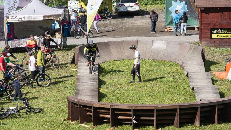 Na menším pumptreku  může jezdit většinou jen jeden cyklista