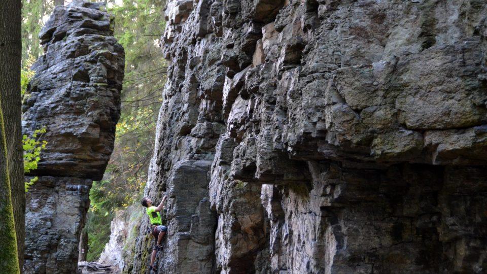 Je tu celkem asi 120 výstupů, leze se tady všude. Kromě výstupů na vrchol mohou horolezci traverzovat v malé výšce podél celých stěn