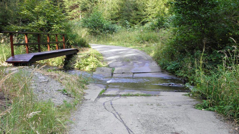 Hraniční potok pod Herborticemi už hranici netvoří