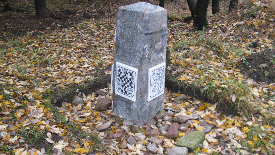 Nový hraniční kámen na Červenovodském sedle