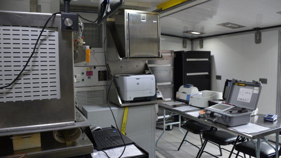 Liberečtí chemici mají mobilní laboratoř s nejmodernější technologií z USA