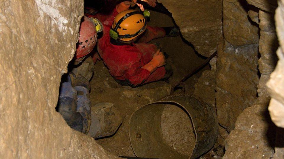 Jeskynní prostory v  údolí Vošmendy