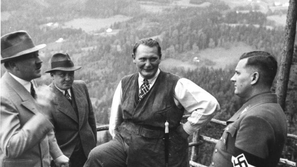 Adolf Hitler, Martin Bormann, Hermann Göring a Baldur von Schirach v Obersalzbergu