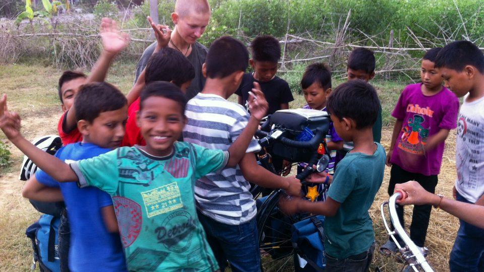 Nepálci jsou chudší než Indové, za to ale mnohem usměvavější