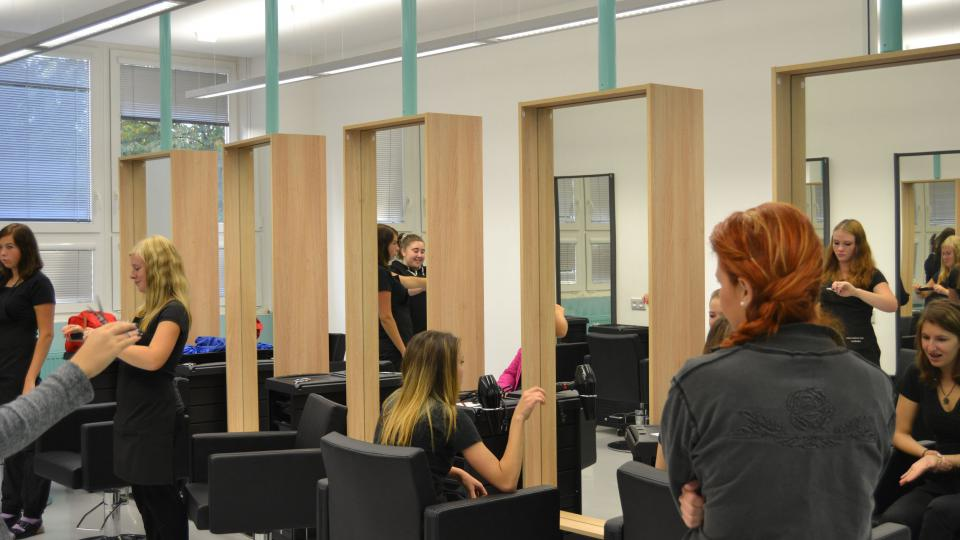 Kadeřnický salon střední odborné školy v Litvínově Hamru