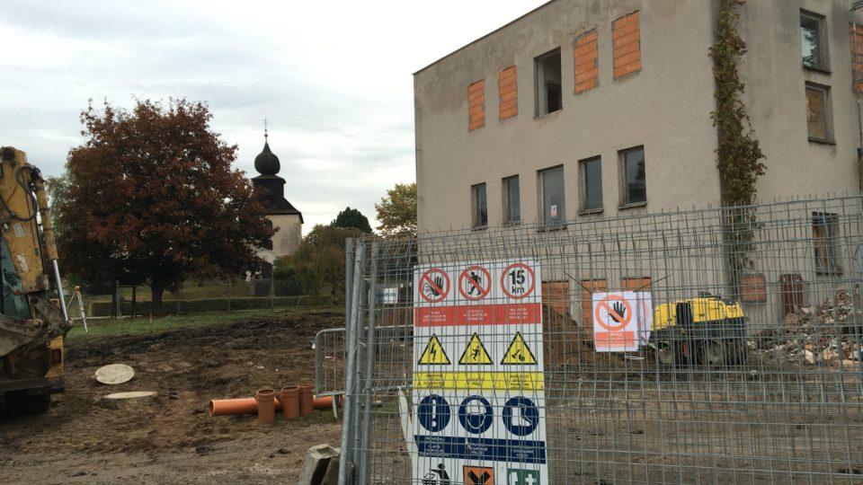 V Řečanech nad Labem začala přestavba komunitního domu