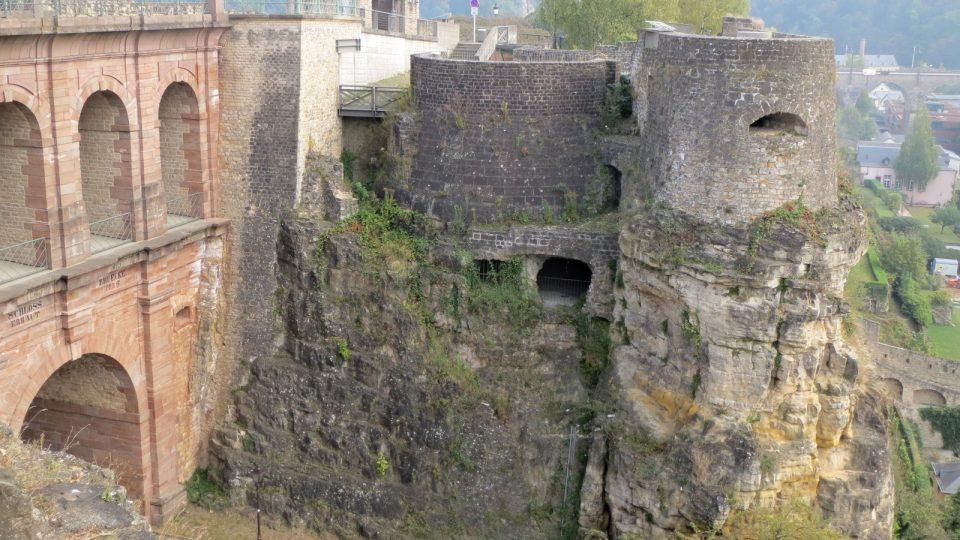 Lucemburské kasematy začali stavět Španělé, pokračovali Francouzi a dostavěli je Rakušané