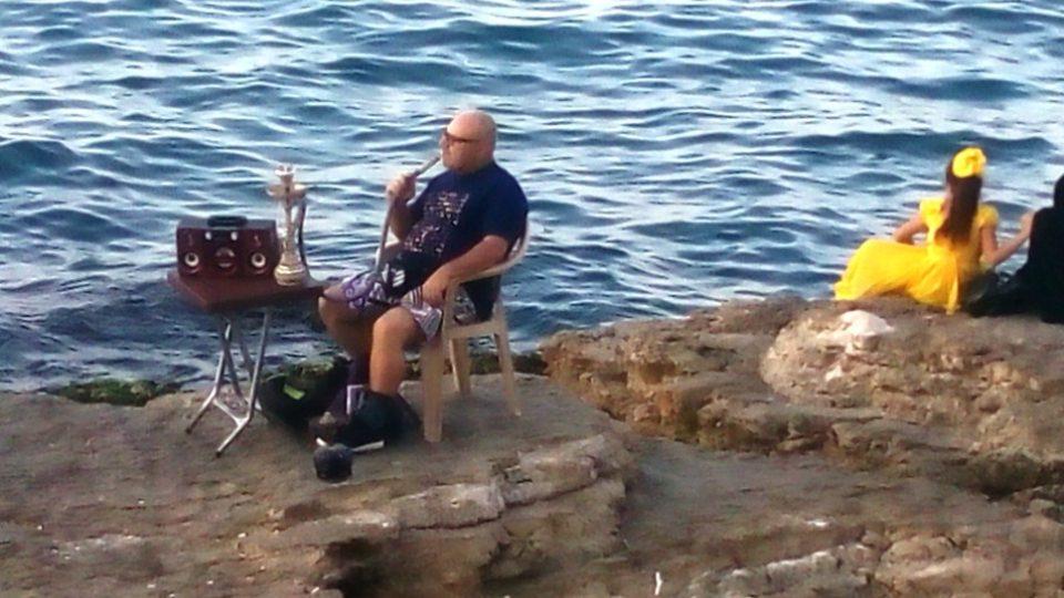 Každý si bejrútského nábřeží užívá po svém