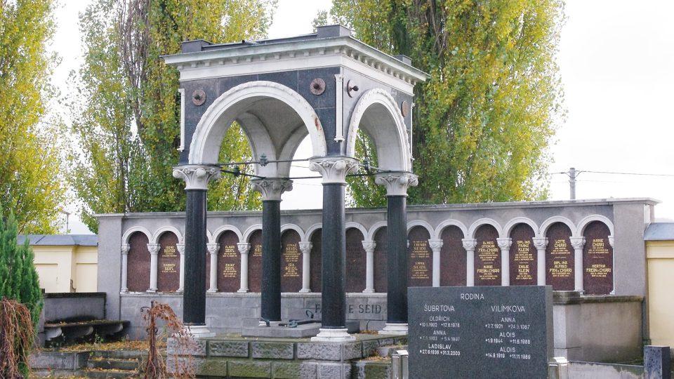 Hrobku rodiny Seidlů projektoval vídeňský architekt Karl Seidl