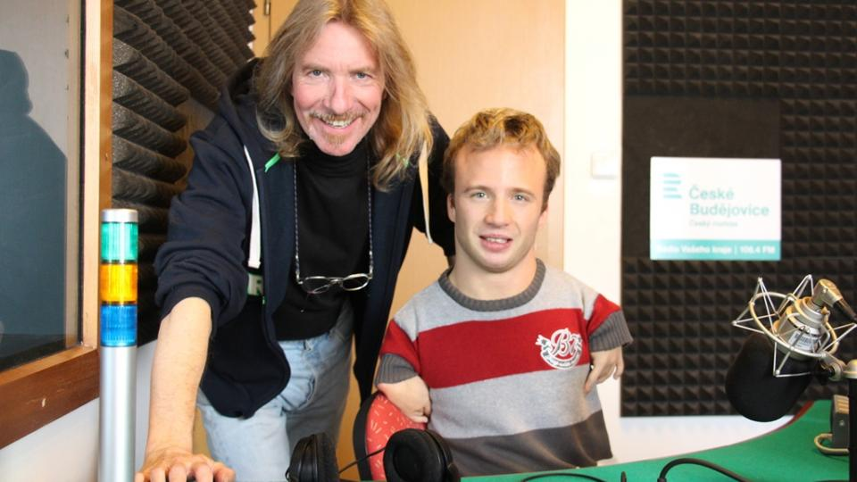 Paralympionik Arnošt Petráček a moderátor Zdeněk Zajíček