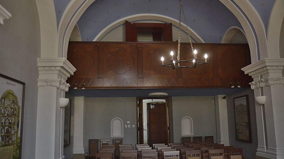 Synagoga v Dobrušce s ženskou galerií