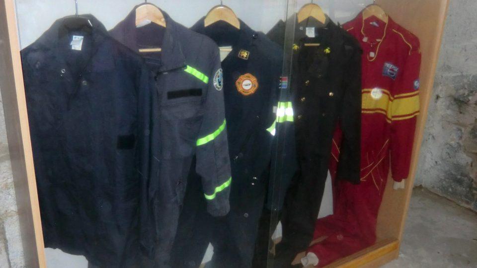 Hasičské uniformy z jiných států