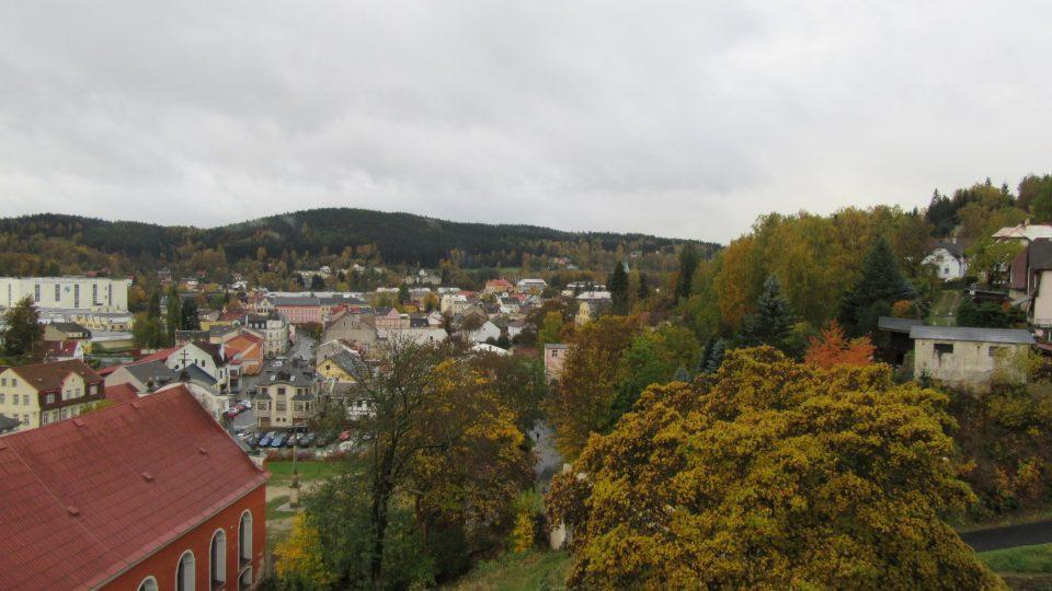 Výhled z hradní věže na Nejdek