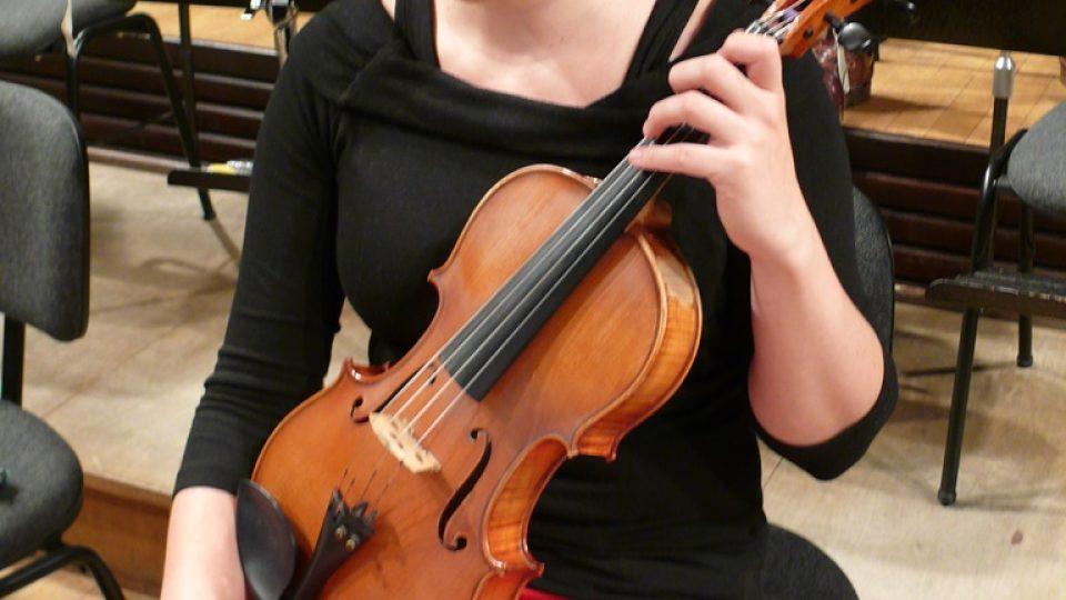 Violistka Jihočeské filharmonie Linda Keprová