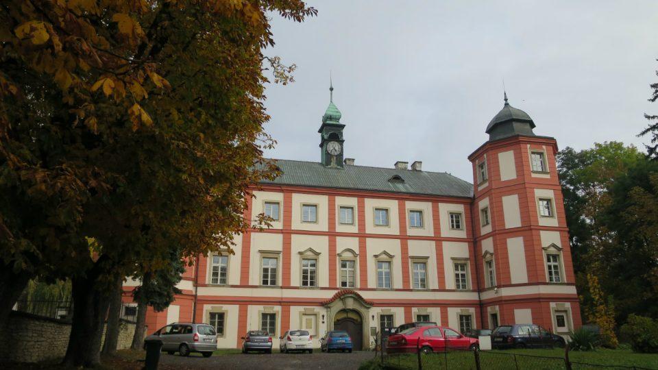 Od roku 1960 sídlí v zámku Státní oblastní archiv