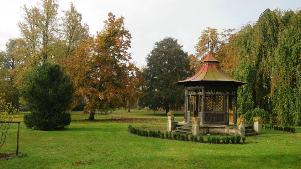 Zámecký park v Zámrsku je veřejně přístupný