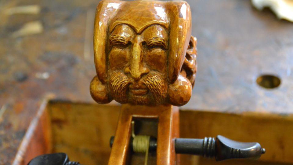 Viola da gamba, detail