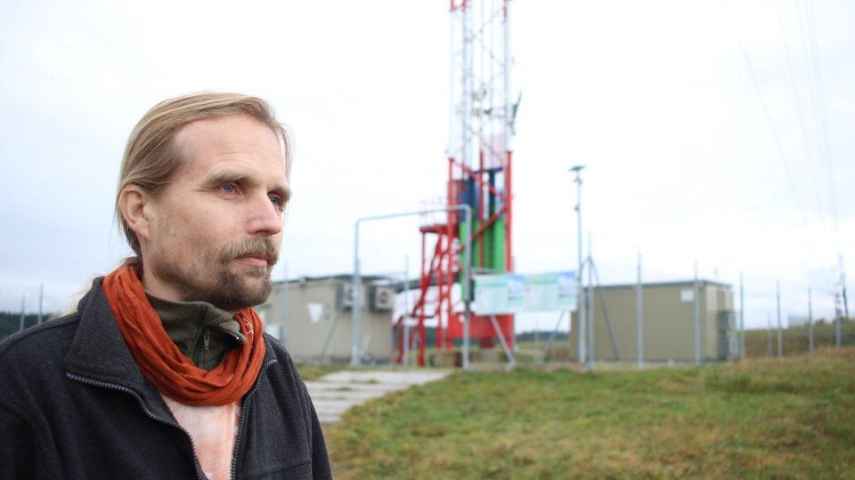 Technik Vlastimil Hanuš už na stožár vystoupal i po žebříku