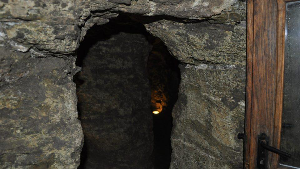 Při procházce v podzemí je občas potřeba se trochu přikrčit