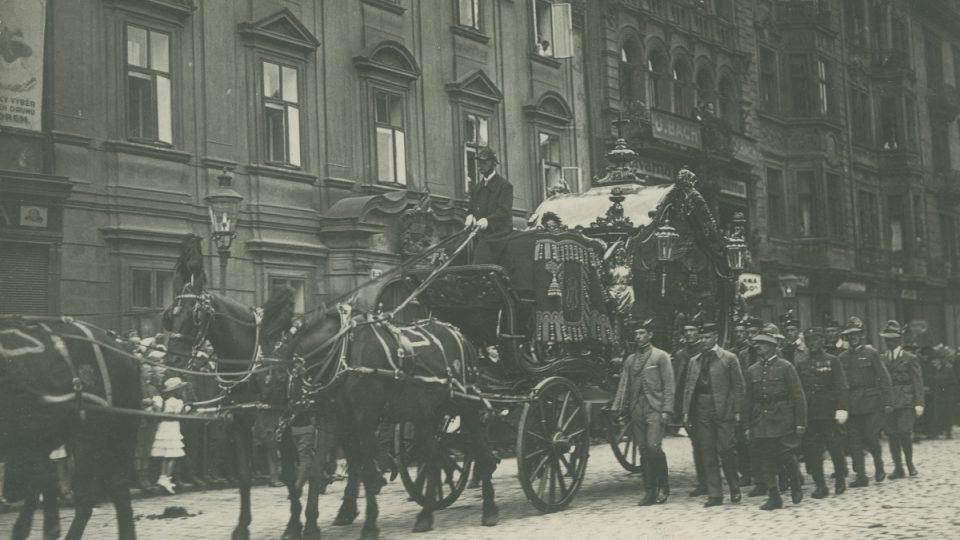 Průvod při pohřbu spisovatele Karla Klostermanna, Plzeň 20. července 1923