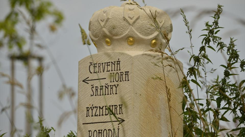 Obnovený mezní kámen U koruny