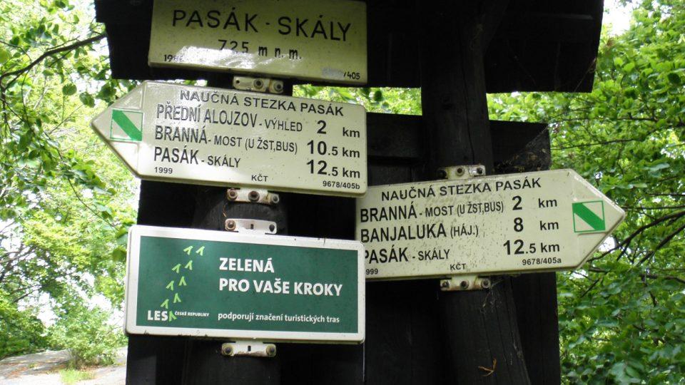 Pasák se nachází ve výšce 725 metrů