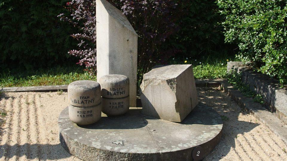 Hrob básníka Ivana Blatného a jeho rodiny