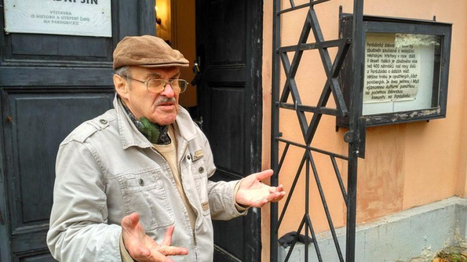 Josef Kraus je správcem židovského hřbitova v Pardubicích