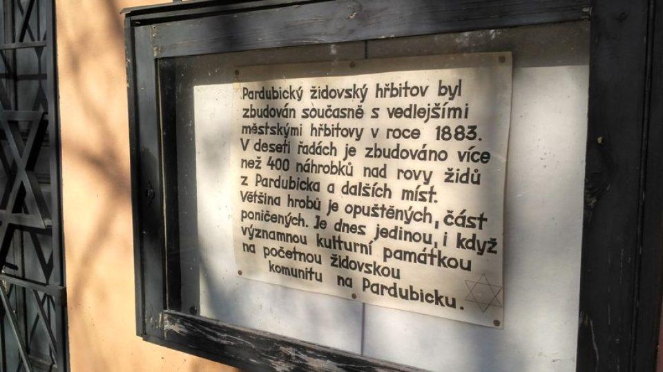 V roce 1986 byl hřbitov poničen chuligány, 60 náhrobků zlomeno, několik desítek povaleno, zdi síně pomalovány hákovými kříži a hanlivými nápisy