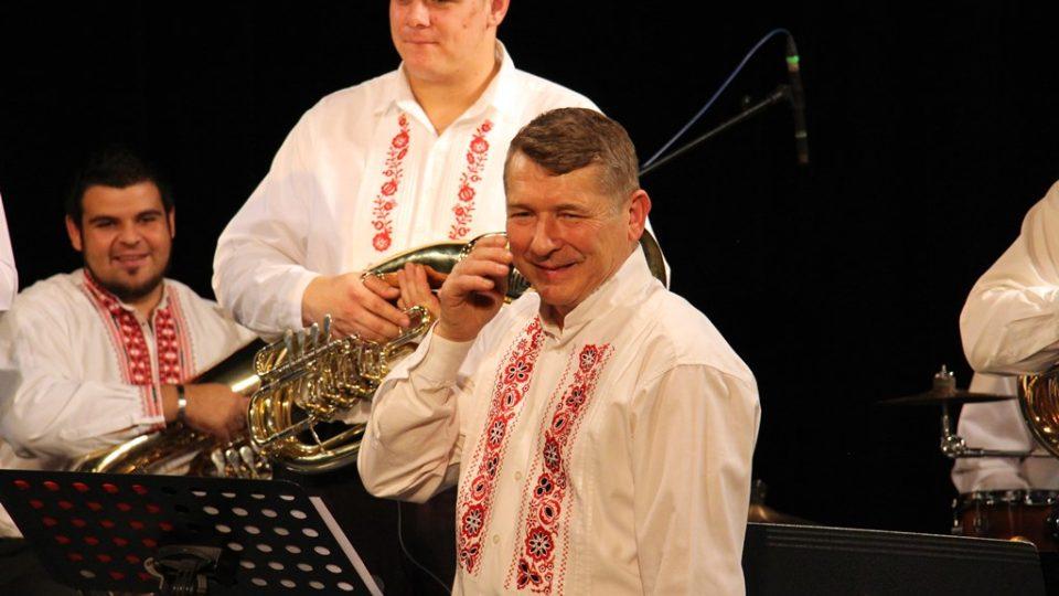 Kameníkovi muzikanti ve studiovém sále Českého rozhlasu České Budějovice