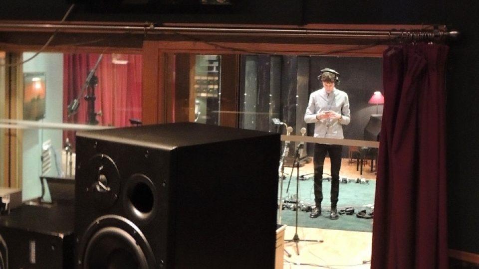 Albert Černý v londýnském nahrávacím studiu