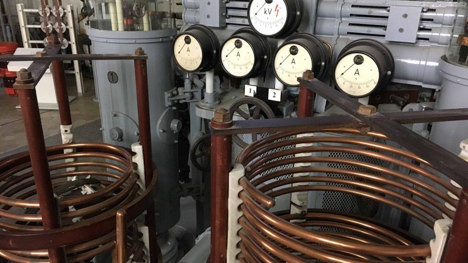Historická vysílací technika v rozhlasovém muzeu v německém v Königs-Wusterhausenu