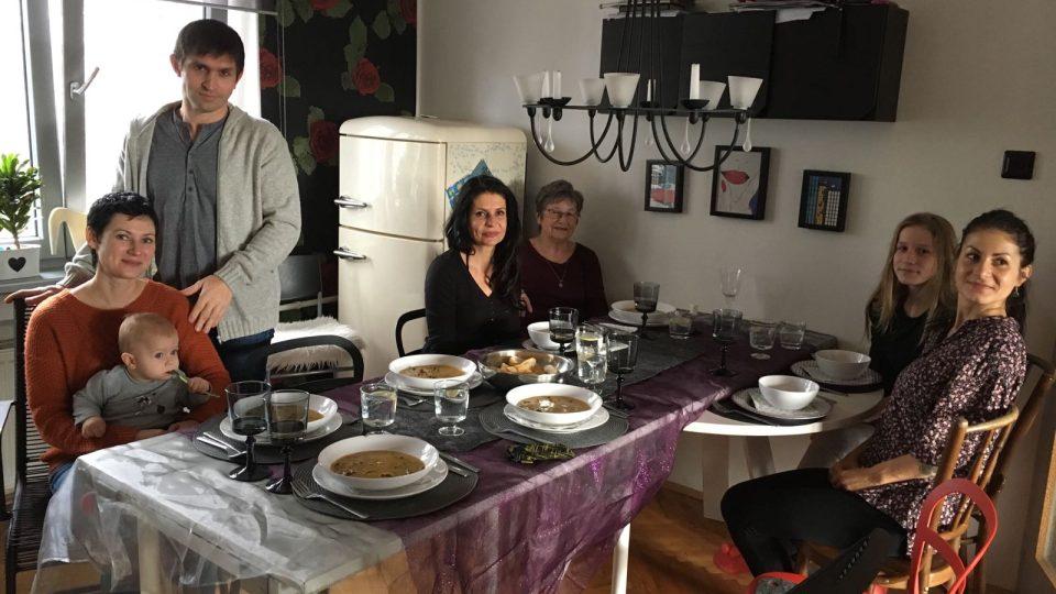 Ústecká rodina pozvala na nedělní oběd své ukrajinské sousedy