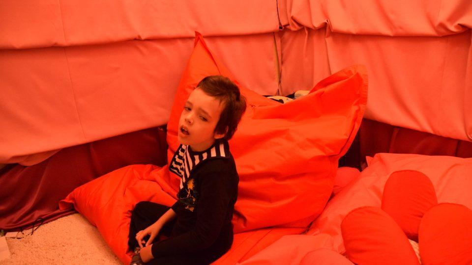 Prenatální místnost v ZŠ a MŠ Motýlek, kde mohou děti relaxovat